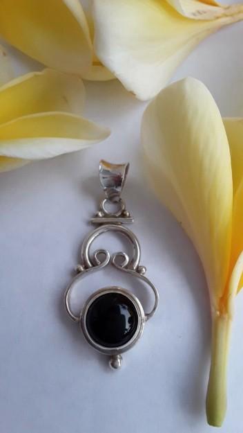 AGNES CREATIONS // Pendentif Vintage en Argent  925 orné d'un Onyx noir