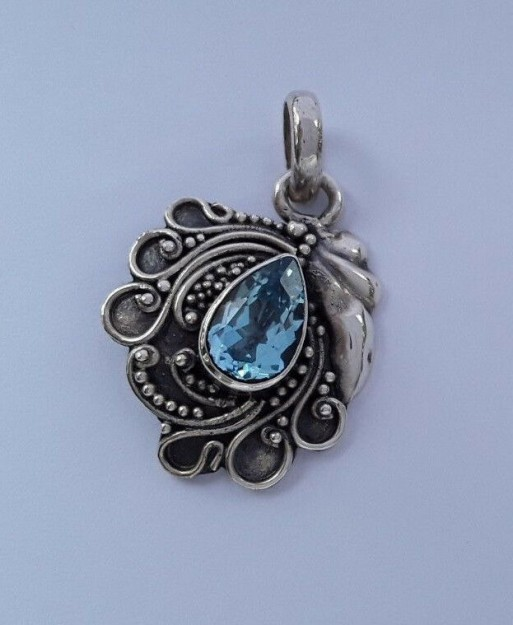 AGNES CREATIONS / Pendentif style Ancien en argent 925 orné d'une Topaze bleue
