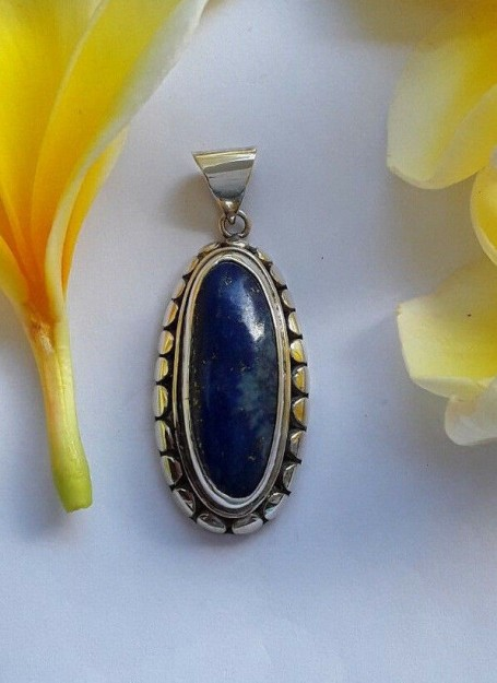 AGNES CREATIONS // Beau pendentif Médaillon en argent 925 orné d'un Lapis lazuli