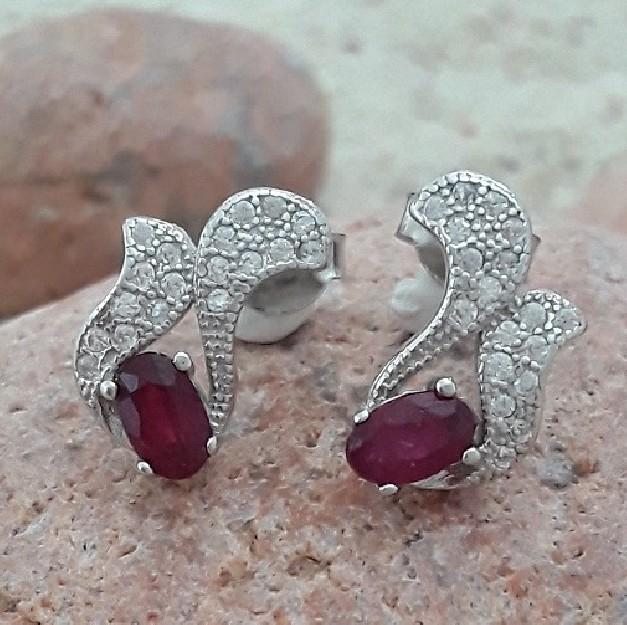 Boucles d'oreilles Design Créateur ornées de Rubis en  argent 925