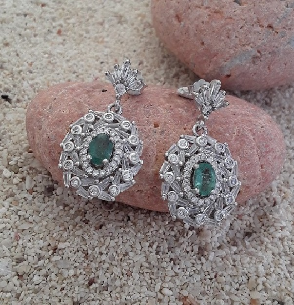 Boucles d'oreilles de Créateur argent 925  ornées d'une émeraude & zirconiums