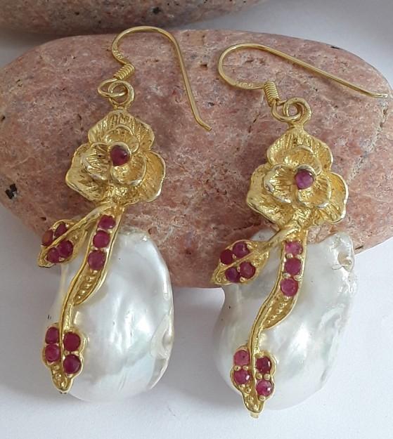Boucles d'oreilles Créateur Vermeil Perle Baroque & Rubis