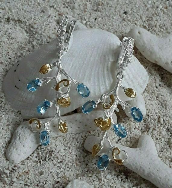 Sublimes Boucles d'oreilles de créateur Fleurs ornées de Topazes Bleues, 2 tons Argent 925 & Vermeil