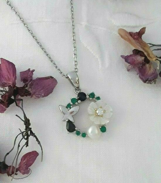 Pendentif & Chaine de créateur Fleur & Papillon multi-pierres Saphirs, Perle, Nacre & Zirconiums en Argent 925