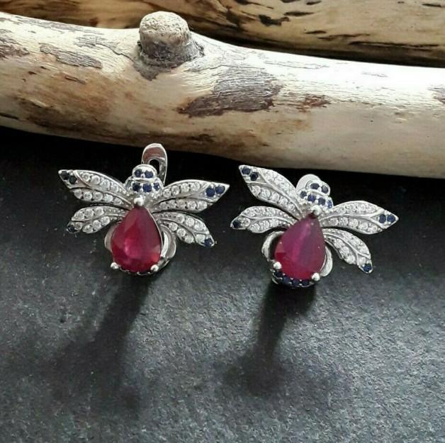 Boucles d'oreilles de créateur Papillon multi-pierres Rubis, Saphirs & Zirconiums en Argent 925