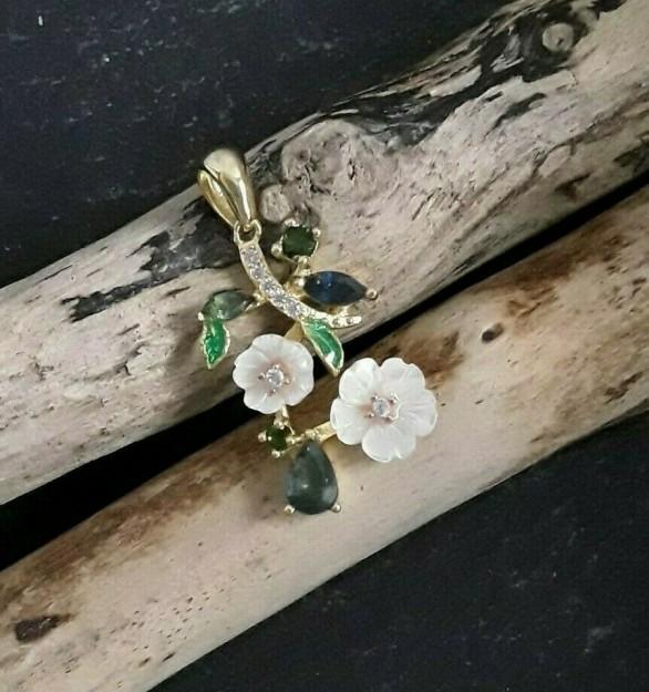 Pendentif de créateur Fleur nacre orné Saphir & zirconium en vermeil