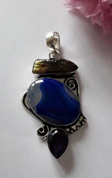 Pendentif en métal Argenté orné d'une Agate, de  Nacre abalone &  une Améthyste