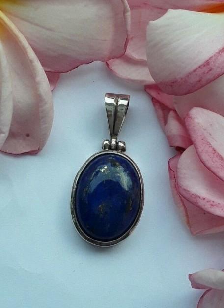 Joli Pendentif médaillon en argent 925 orné d'un Lapis Lazuli