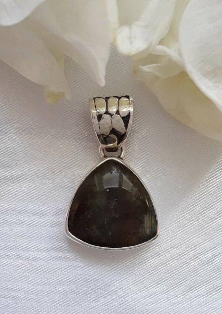 AGNES CREATIONS //Pendentif original Femme argent 925 orné Labradorite Triangle